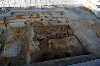 発見された回廊の北西角部分(南から)